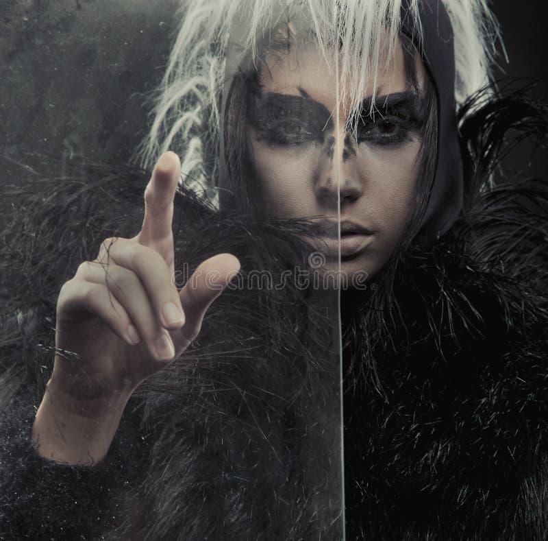 загадочная женщина стоковая фотография
