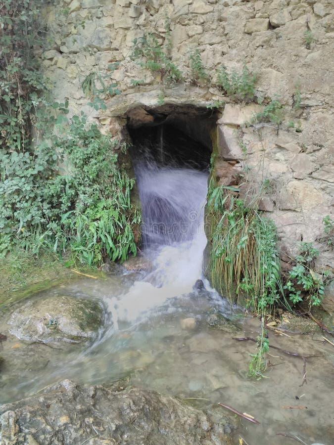 Загадочный водопад гора атласа стоковая фотография rf