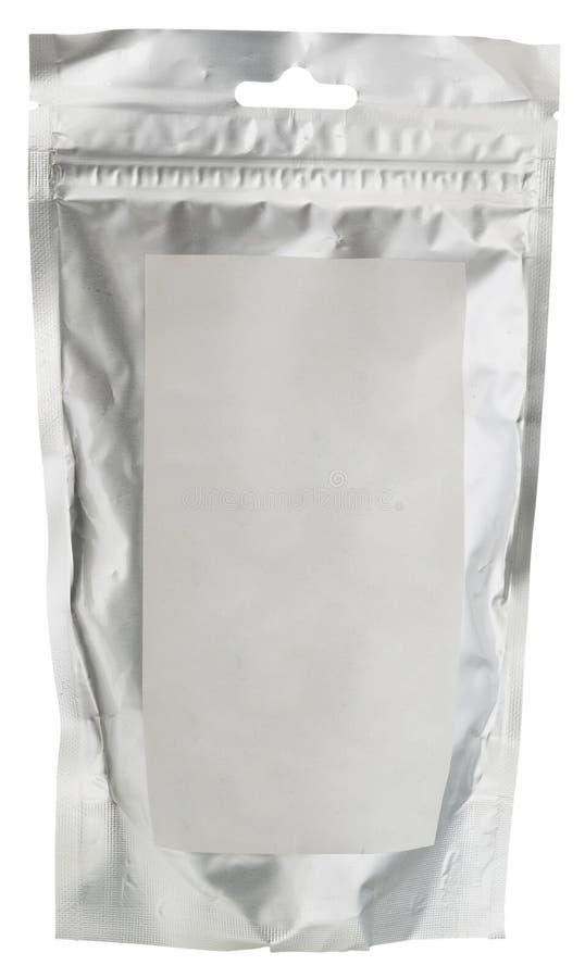 Загерметизированный пакет еды фольги при пустой белый стикер изолированный на wh стоковое изображение