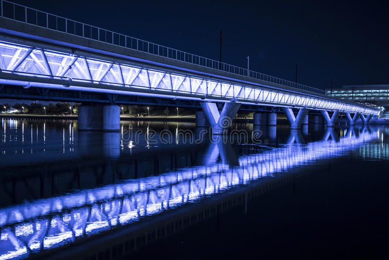 загоранный мост стоковая фотография rf