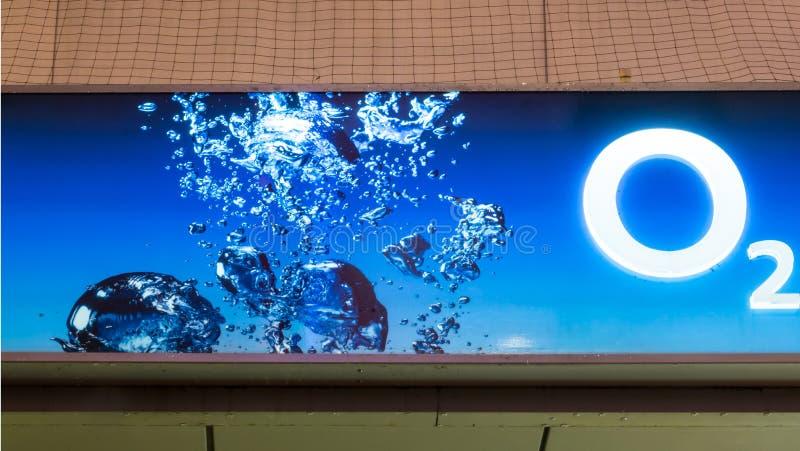 Загоренный голубой логотип O2его стоковое фото