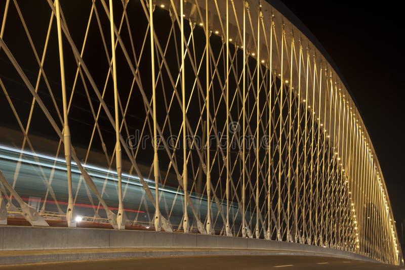 Загоренный мост в Праге с трамваем катания стоковое фото rf