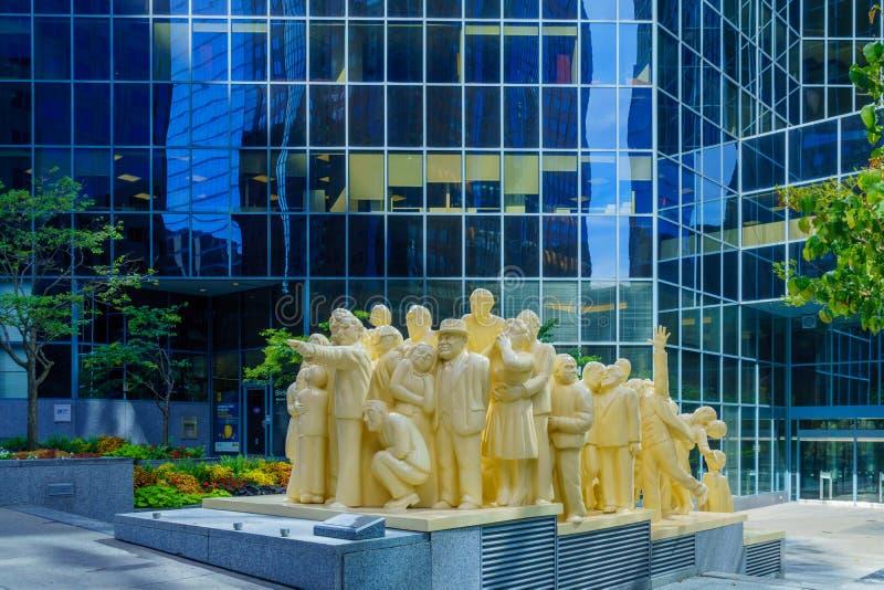 Загоренный памятник толпы, в Монреале стоковые изображения
