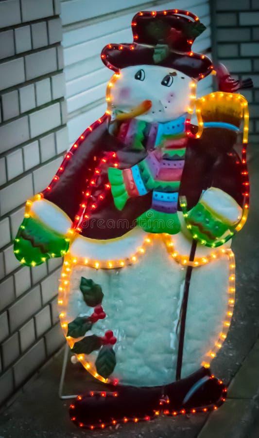 Загоренный снеговик в улице стоковые изображения rf