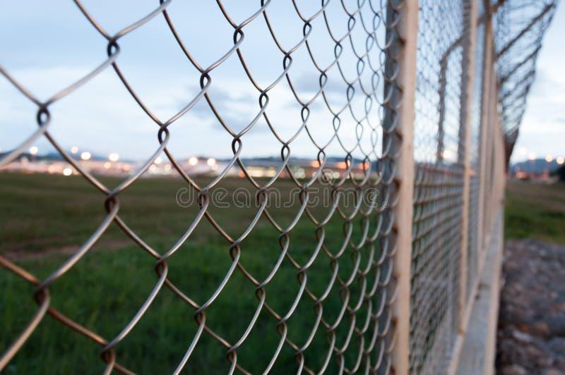 Загородка вокруг запретный зона, международный аэропорт Пхукета, Thail стоковая фотография