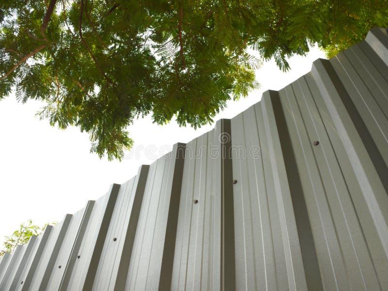 Загородка металлического листа стоковая фотография