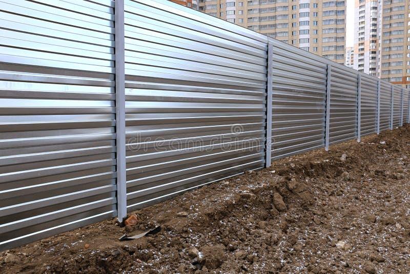 Загородка сделанная настила металла профессионального стоковое фото rf