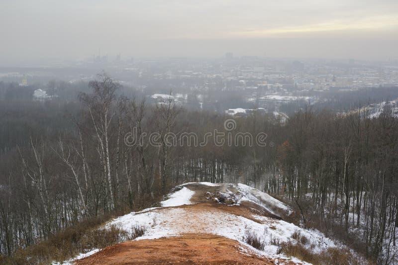 Загрязнение воздуха и смог в городе Остравы стоковые фотографии rf