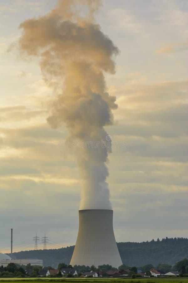 загрязнение фабрики предпосылки воздуха голубое стоковое фото rf