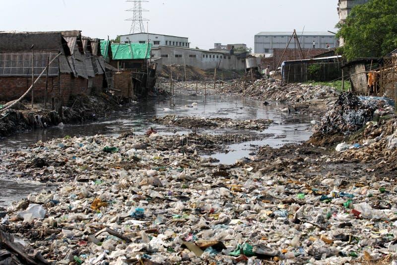 Загрязнения на дубильне Hazaribagh Бангладеша стоковые фото