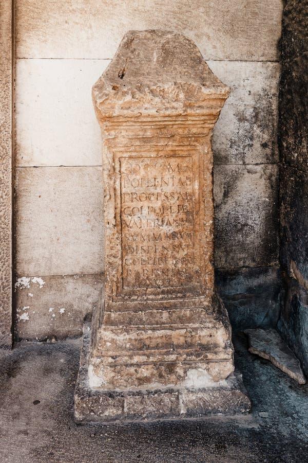 Загубленная скульптура на виске Augustus на пулах Хорватии форума стоковые фотографии rf