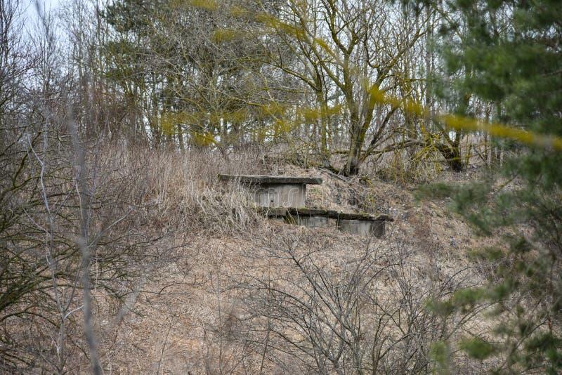Загубленный старый немецкий бункер Второй Мировой Войны стоковое изображение