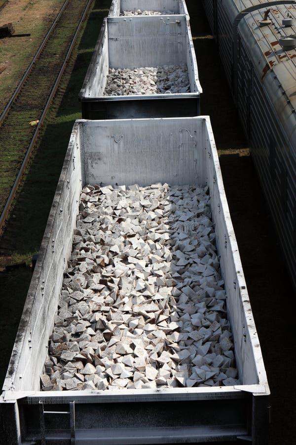 задавленные товары раскрывают каменные тележки стоковые изображения rf