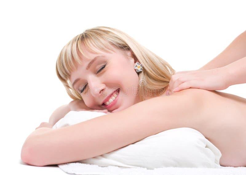 заднее счастливое имеющ женщину массажа стоковая фотография rf