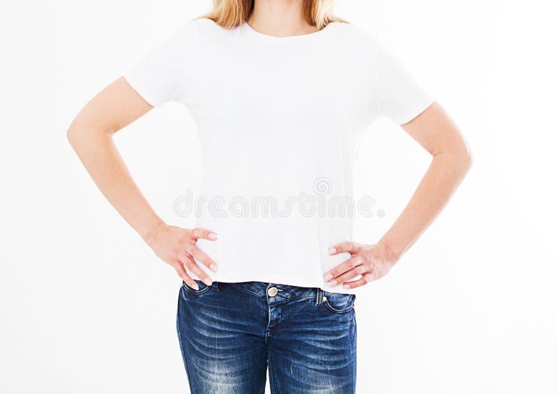 Задние взгляды девушки, женщины в футболке на белой предпосылке Насмешка вверх для дизайна шаблон уговариваний стоковые фотографии rf