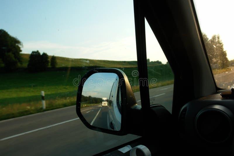 Задний автомобиль зеркала стоковая фотография rf