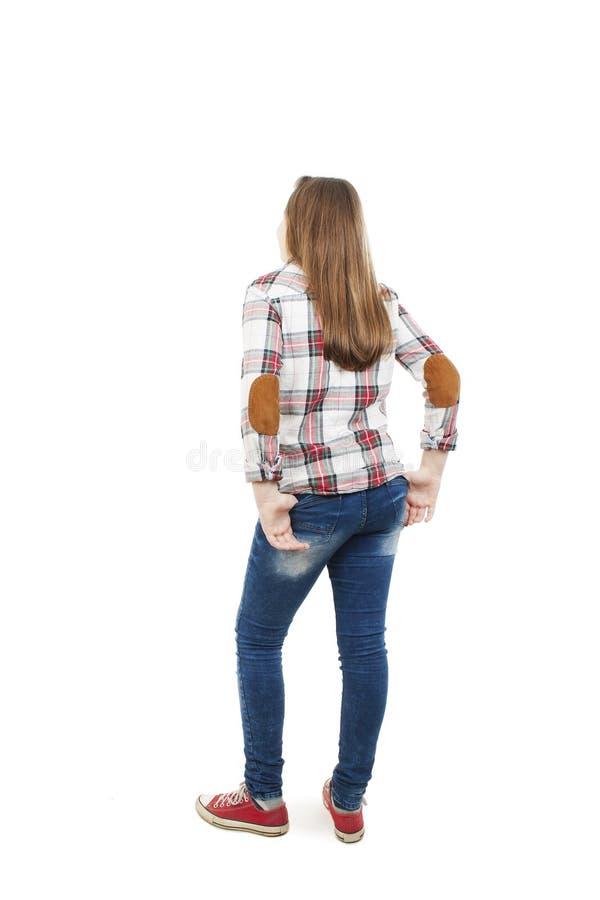 Задний взгляд девочка-подростка смотря стену изолированная белизна вид сзади стоковая фотография rf