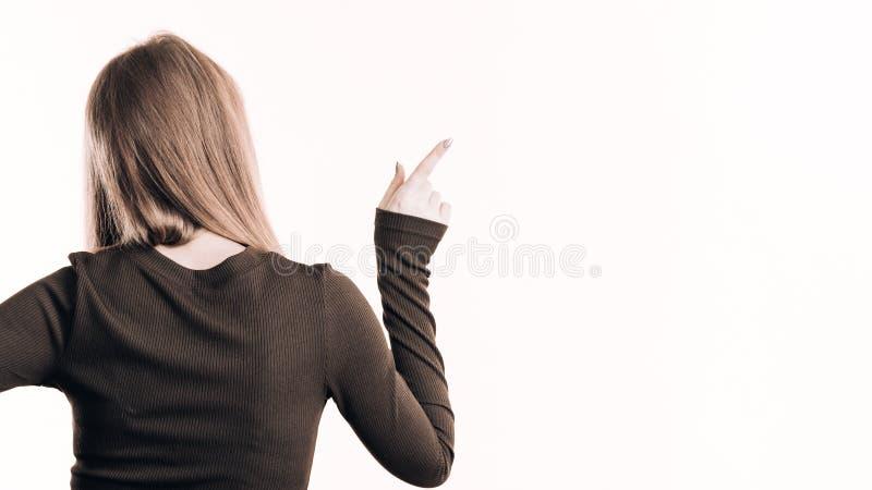 Задний взгляд женщины указывая на космос экземпляра стоковая фотография rf