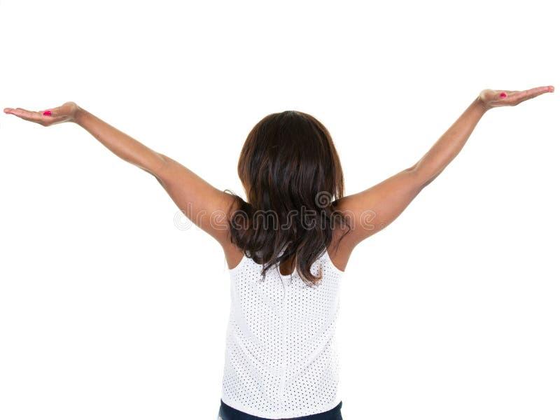 Задний взгляд милого афроамериканца бизнес-леди с широкими руками вверх стоковые изображения