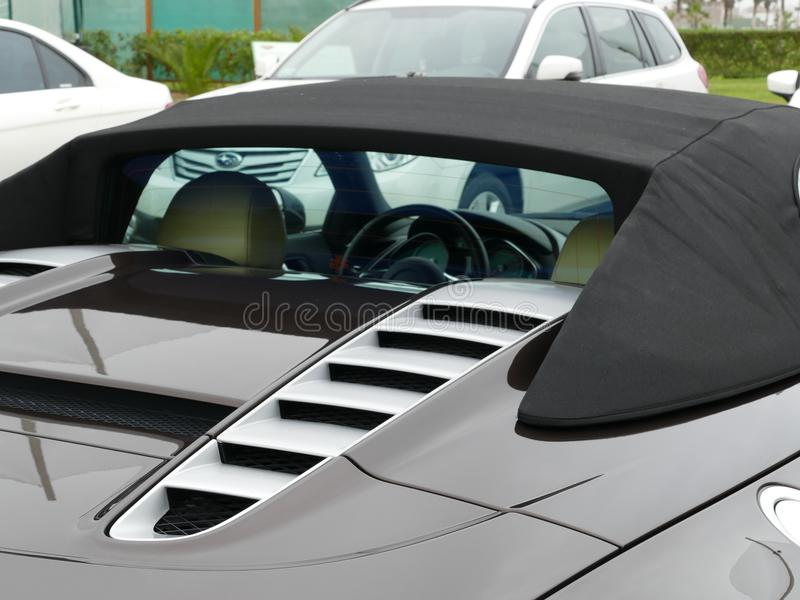 Задний взгляд правильной позиции серого Audi R8 в Лиме стоковое фото rf