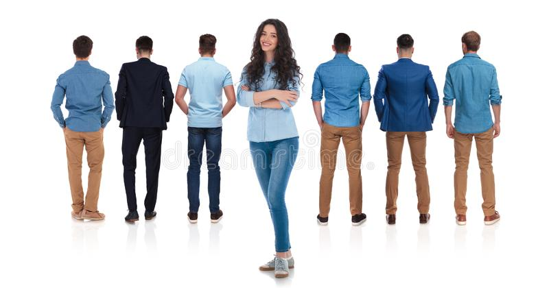 Задний взгляд расслабленной группы в составе люди и руководитель женщины стоковое изображение rf