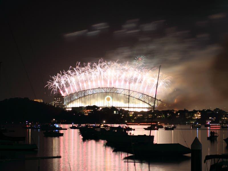 задний взгляд Сиднея habour феиэрверков моста стоковое изображение