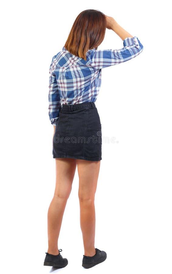 Задний взгляд стоять молодая красивейшая женщина стоковое фото rf
