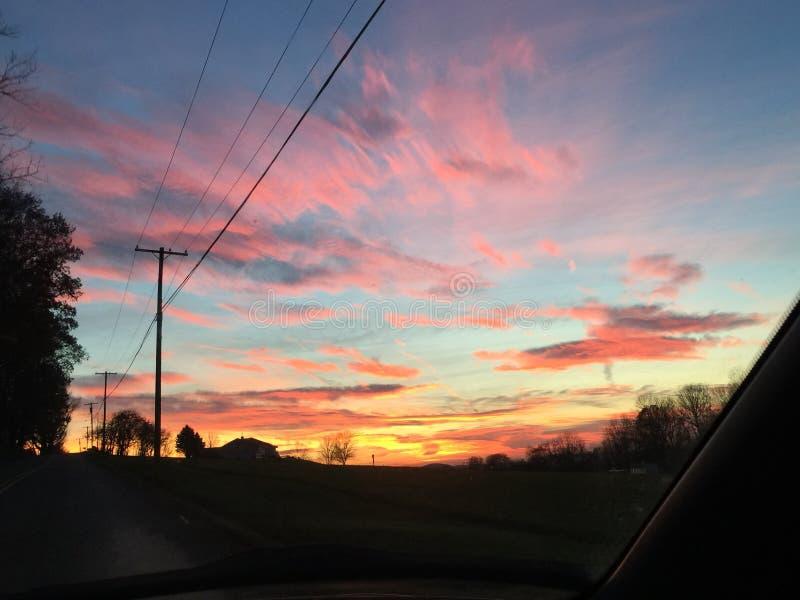 Задний заход солнца дороги стоковое фото rf