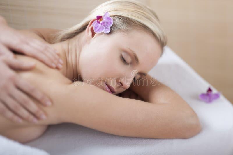 задний массаж стоковое изображение rf