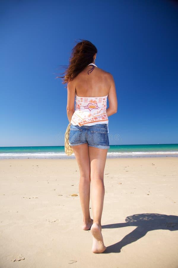 Download задняя женщина Zahara пляжа Стоковое Изображение - изображение насчитывающей отдых, baxter: 18375819