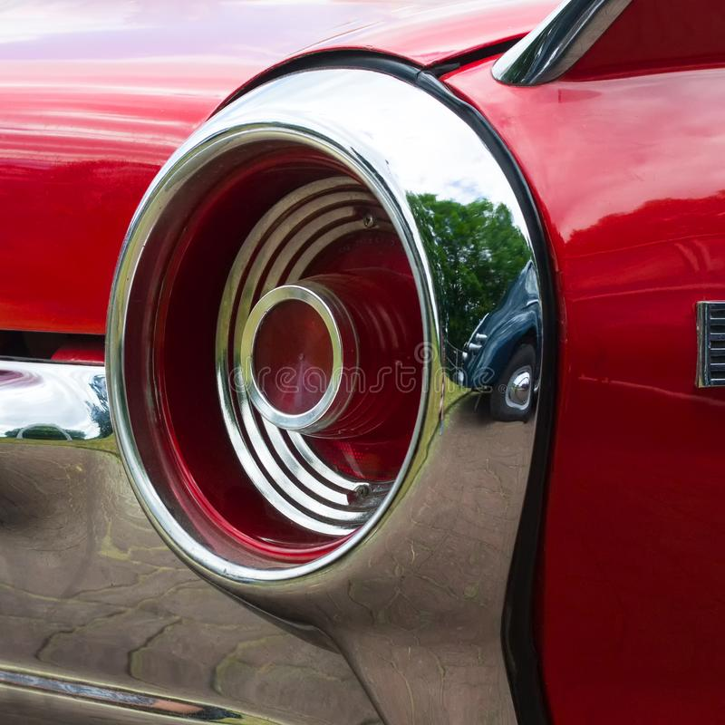 Задняя лампа старого винтажного ретро автомобиля Конец-вверх Автодорожный транспорт стоковые изображения rf