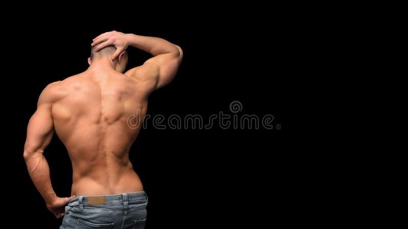 Задняя часть фитнеса человека сильная изолированная на темной предпосылке стоковое изображение rf