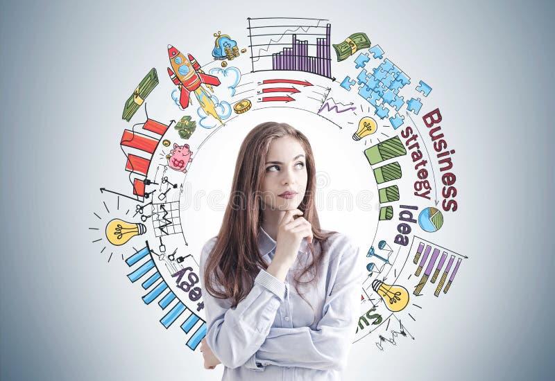 Задумчивая женщина в сини, бизнес-плане стоковые изображения