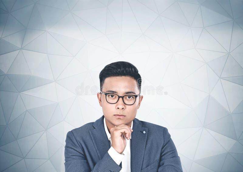 Задумчивый азиатский бизнесмен в портрете стекел иллюстрация вектора