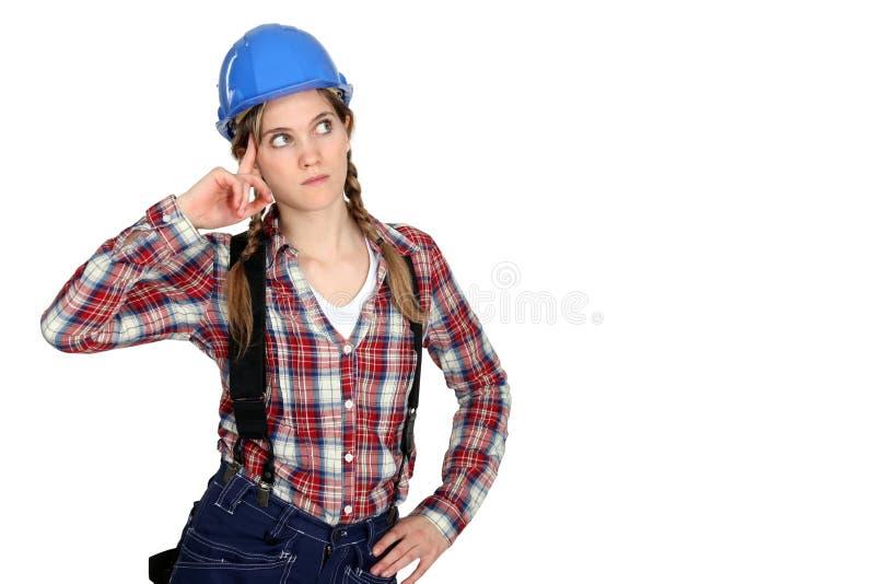 Задумчивый женский строитель стоковые фотографии rf