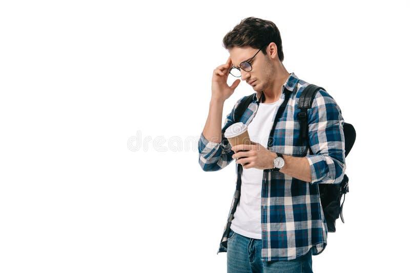 задумчивый красивый студент держа кофе в бумажном стаканчике стоковые фотографии rf
