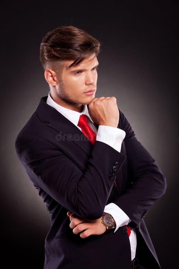 Задумчивый молодой бизнесмен стоковое изображение rf