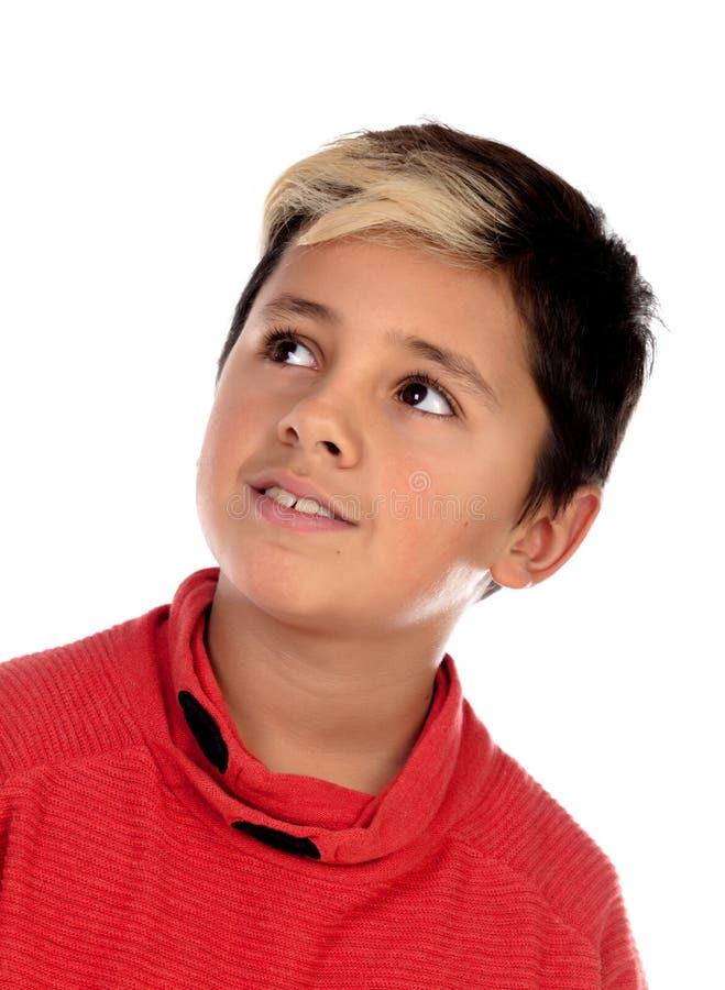 Задумчивый ребенок с 10 летами и фитиль на его волосах стоковое фото