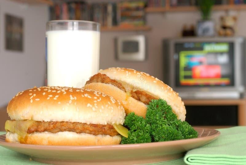 заедк tv 2 обеда cheesebu стоковые фотографии rf