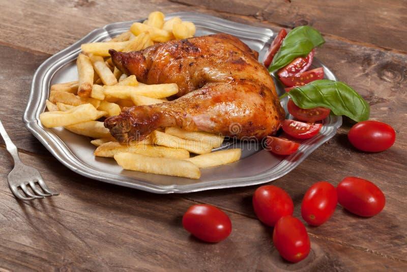 Download зажаренная в духовке нога цыпленка Стоковое Фото - изображение насчитывающей таблица, курица: 40583404