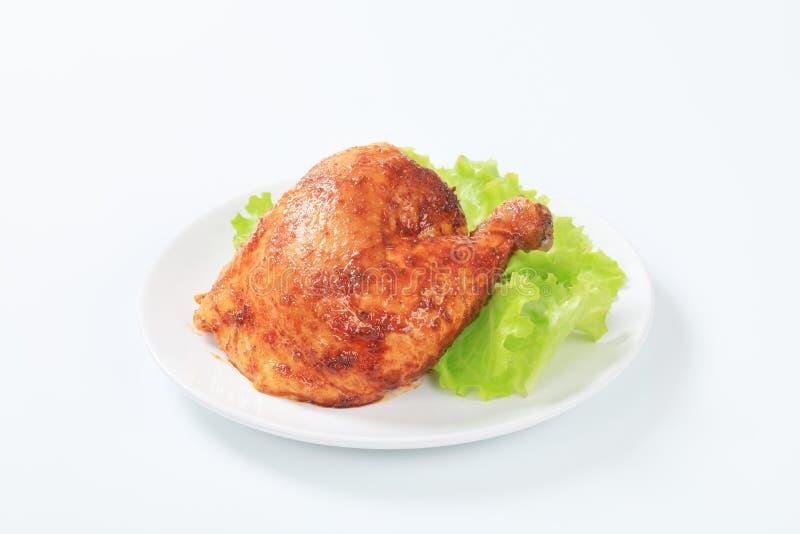Зажаренная в духовке чесноком нога цыпленк цыпленка стоковые фотографии rf