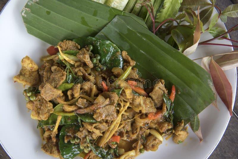 Зажаренная еда пряного хряка тайская, жареный рис stir с хряком стоковые фото