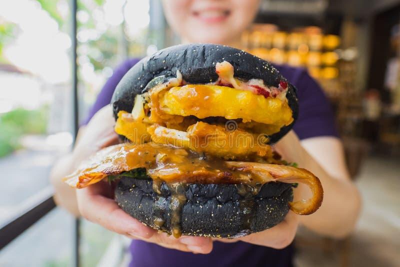 Зажаренная шея свинины гамбургера стоковое изображение rf