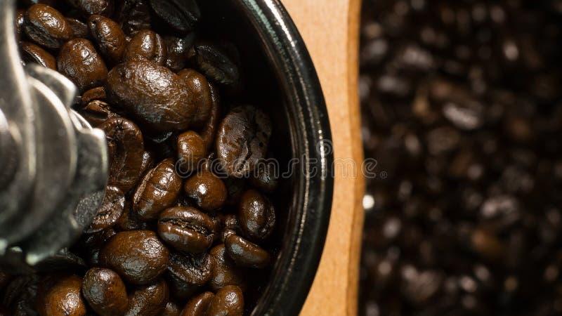 Зажаренное в духовке настроение кофейных зерен винтажное было использовано как предпосылка стоковые фото