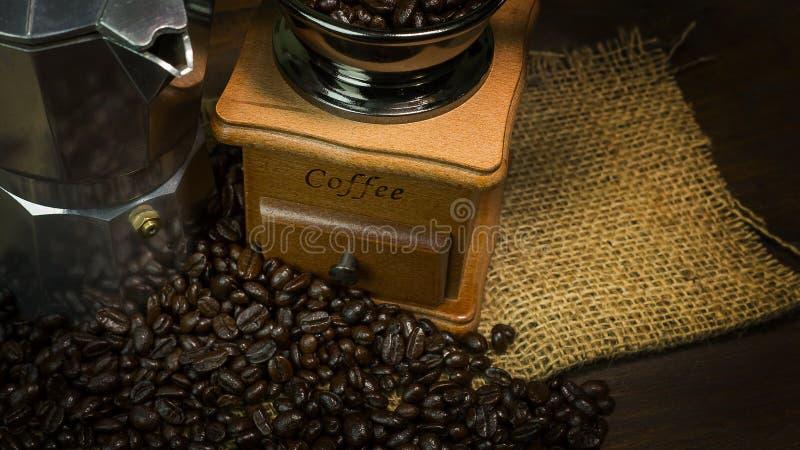 Зажаренное в духовке настроение кофейных зерен винтажное было использовано как предпосылка стоковое изображение rf