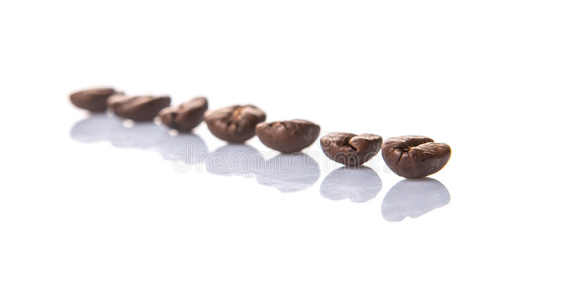 Зажаренное в духовке кофейное зерно i стоковые фото