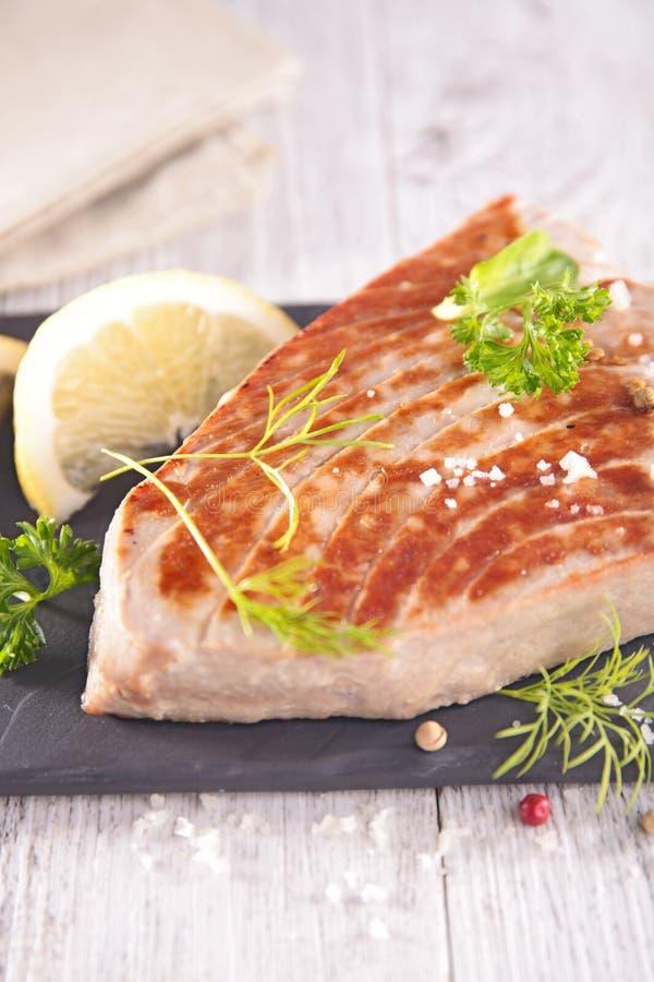 Зажаренное мясо тунца стоковые фото