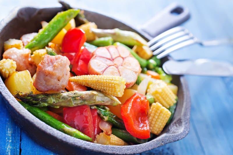 Download зажаренное мясо стоковое изображение. изображение насчитывающей bedroll - 41659611