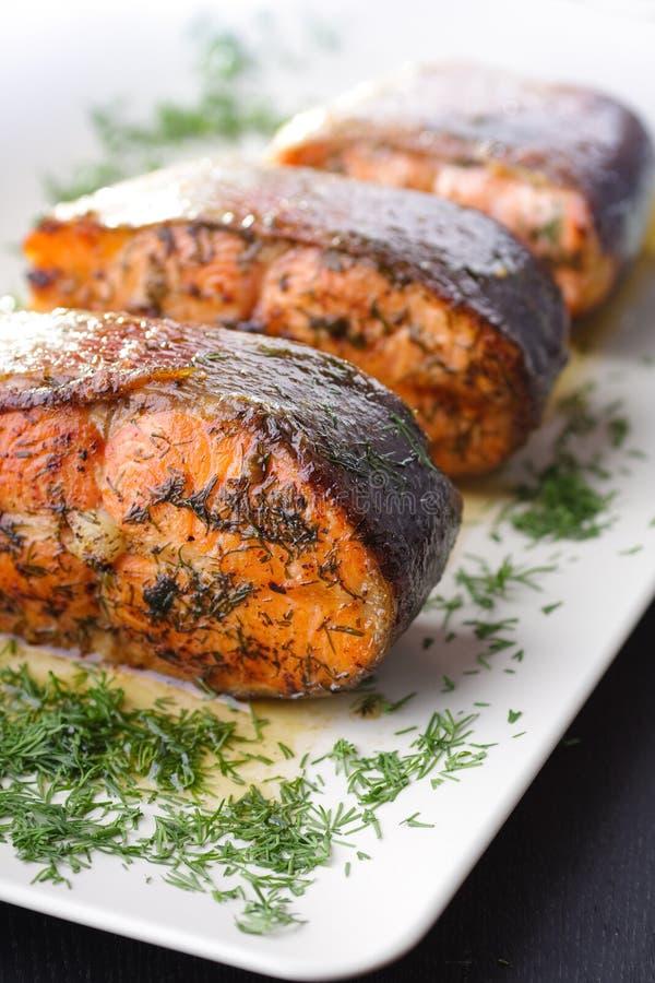 зажаренные в духовке рыбы стоковое фото rf