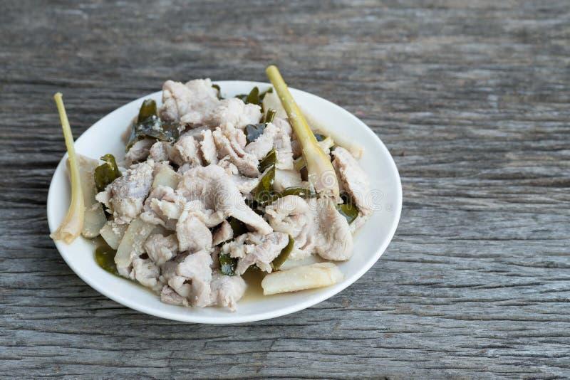 Зажаренные в духовке солёные рецепты свинины с специями, galangal, травой лимона, k стоковое изображение rf